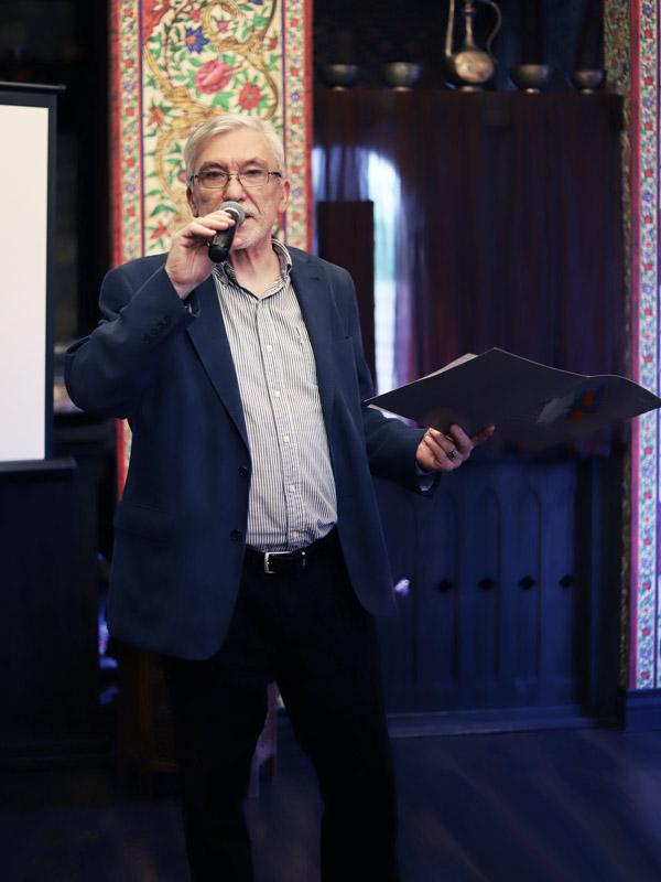 Победителей объявляет Олег Сафаралиев